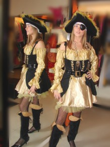 Pirata Negra y Dorada []