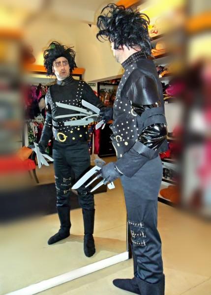 Todo Disfraz - Joven Manos de Tijeras 2224